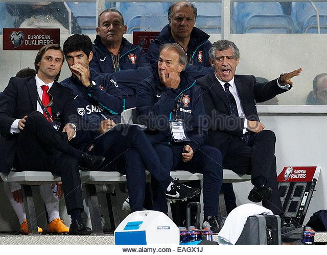 Algarve, Portugal. 14th November, 2014. PORTUGAL, Faro: Portugal's head coach Fernando Santos reacts during - Stock Image