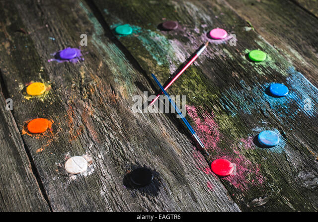 Watercolor paints in clock shape - Stock-Bilder