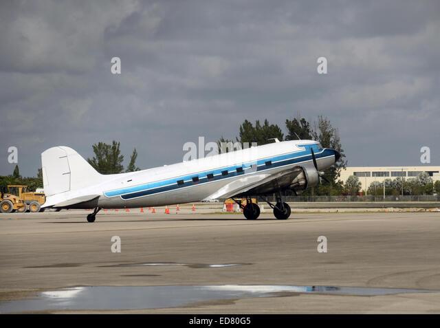 Retro DC-3 propeller airplane on the ground - Stock Image