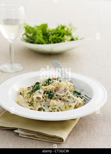 Bowl of pasta with vegetables - Stock Image