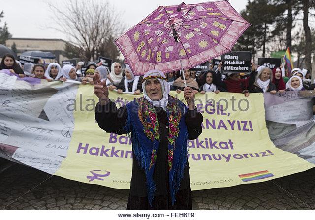 Diyarbakir, Turkey. February 6th, 2016. TURKEY, Diyarbakir: Thousands of women rally in Diyarbakir, in Turkey, on - Stock Image