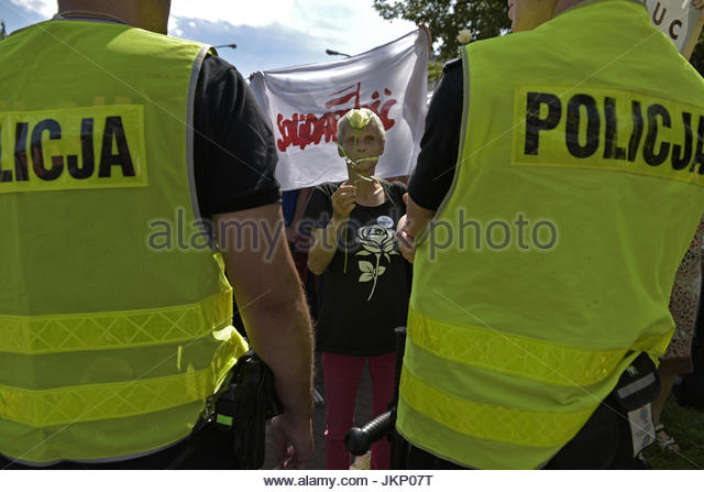 Warsaw, Poland. 24th July, 2017. A woman holds a white rose during a peaceful demonstration in the Polish capital - Stock Image
