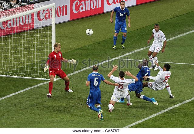 24/06/2012 Kiev. Euro 2012 Football. England v Italy. Joleon Lescott makes a tackle to deny a goal scoring chance - Stock-Bilder