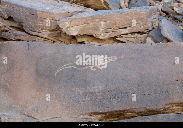 Depiction of crocodile etched in the rock of the Eastern Desert of Egypt - Stock Image