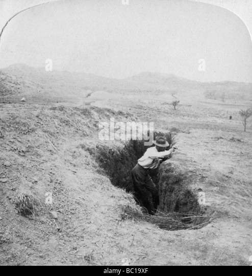 Side view of a Boer trench at the foot of Hlangwane Hill, South Africa, 1901. - Stock Image
