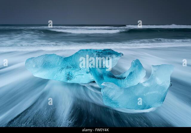 Icebergs washed up on Jokulsa Volcanic Beach, Jokulsarlon, Southern Iceland - Stock Image