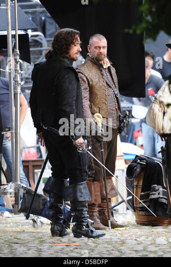 US actors Matthew MacFadyen (L) and Ray Stevenson, who play Athos and Porthos, discuss a scene at the set of a new - Stock Image