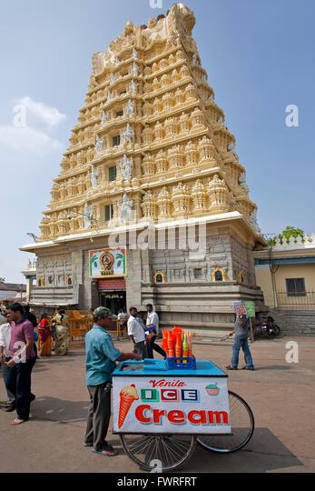 Ice cream seller Chamundeshwari temple. Mysore. India - Stock Image