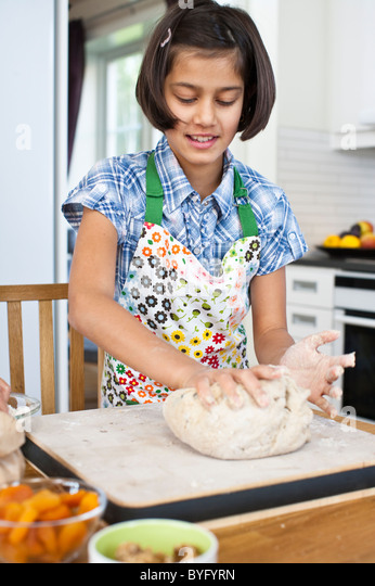 Girl baking in kitchen - Stock-Bilder