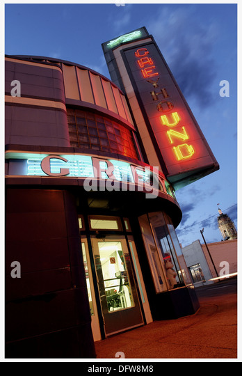bus station at night usa stock photos bus station at night usa stock images alamy. Black Bedroom Furniture Sets. Home Design Ideas