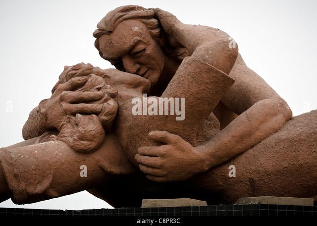 The Kiss (el Beso) statue Love Park (parque del amor) in Miraflores Lima Peru - Stock Image