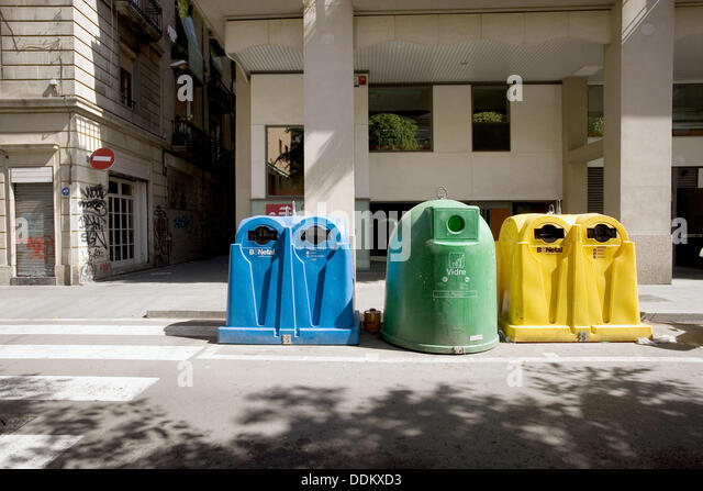 Containers for the reciclying of paper, plastic and glass. Barcelona. Spain. - Stock-Bilder
