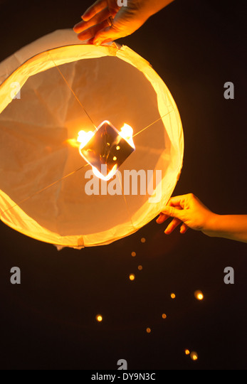 how to make flying balloon with candle