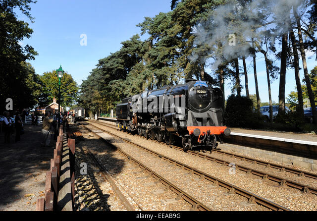 9F 2-10-0 Steam Locomotive number 92203 'Black Prince' runs round its train at Holt station on the North - Stock Image