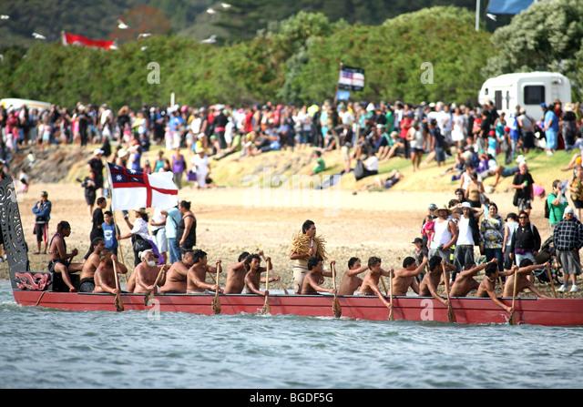 A Waka Taua (war canoe) on the Waitangi River during Waitangi Day celebrations. Waitangi, Northland, New Zealand - Stock-Bilder
