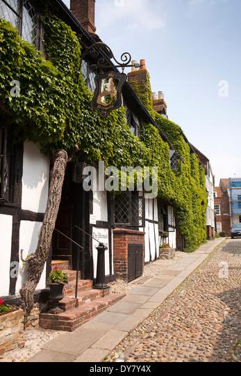 East Sussex, Rye, Mermaid Street, ivy clad front of historic timber framed Mermaid Inn - Stock Image