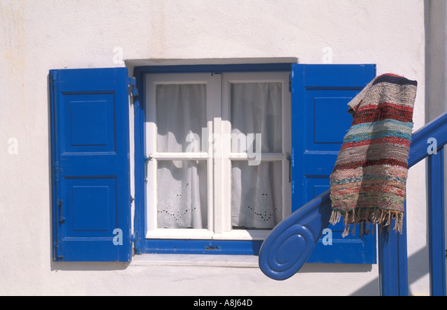 Greece Santornini window with blue shutters - Stock Image