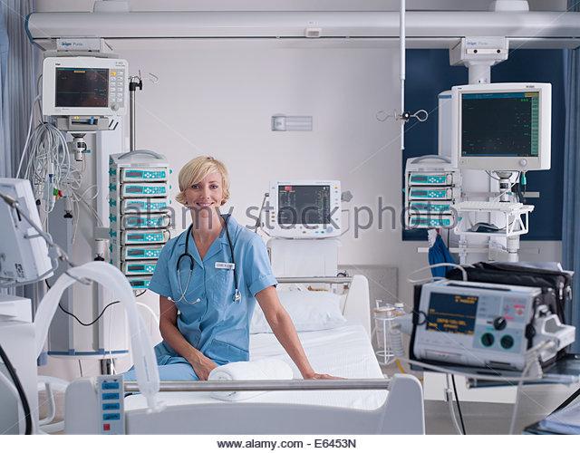 Nurse in intensive care - Stock Image