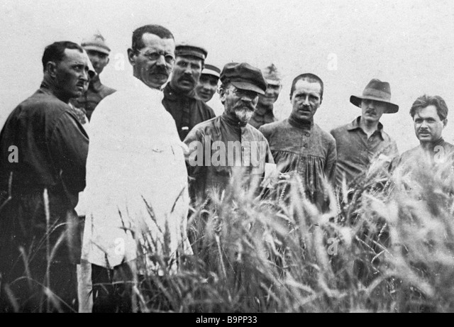 Mikhail Kalinin chairman of the USSR Central Executive Committee second left foreground and peasants of the Mikhailovka - Stock Image