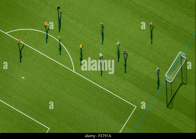 Soccer training on a sports field, stadium in Haßlinghausen, Sprockhövel, North Rhine-Westphalia, Germany - Stock-Bilder
