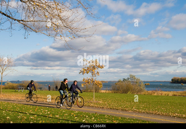 Verdun-lasalle bike path along the St Lawrence river called The Honourable George O''Reilly park in Montreal - Stock Image