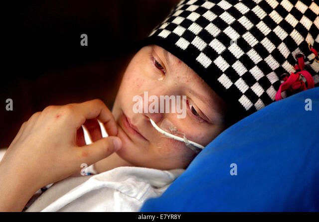 Jan 19, 2010 - Acreage, Florida, U.S. - COURTNEY WOLFE is battling leukemia. A tear forms as her mom talks about - Stock-Bilder