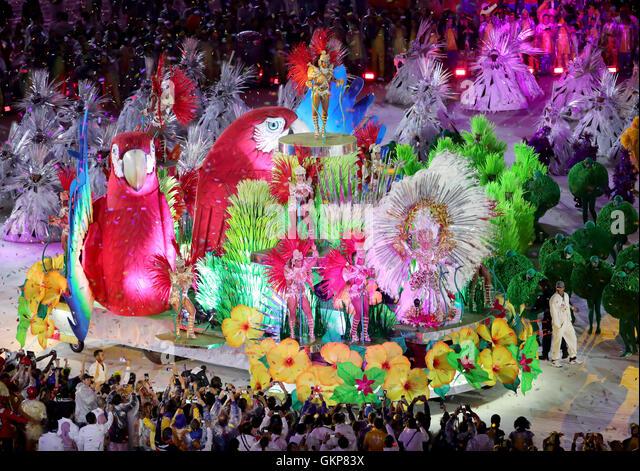Rio de Janeiro, Brazil. 21st Aug, 2016. Dancers perform during a carnival samba parade during the Closing Ceremony - Stock-Bilder