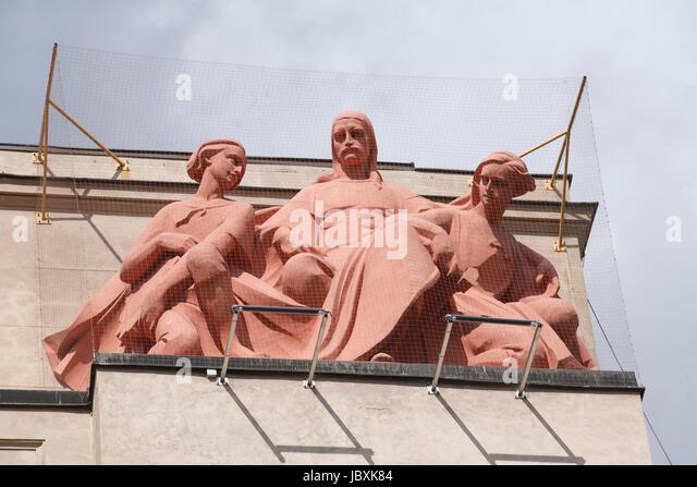Figures, The National Bank of Poland, Ulica Basztowa, Krakow, Lesser Poland, Poland, Europe - Stock-Bilder
