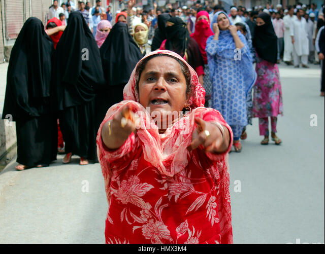 Kashmir Uprising 2016: A woman leads a pro-freedom rally in Bandipora district in Indian-administered Kashmir on - Stock Image