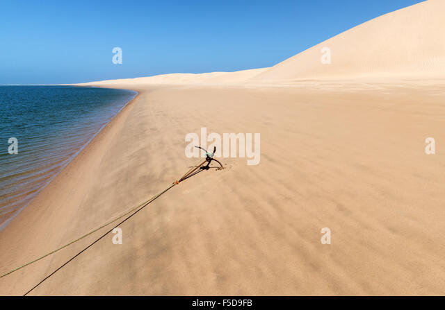 Anchor of a fishing boat at the beach of Lagoon Khenifiss (Lac Naila). - Stock Image