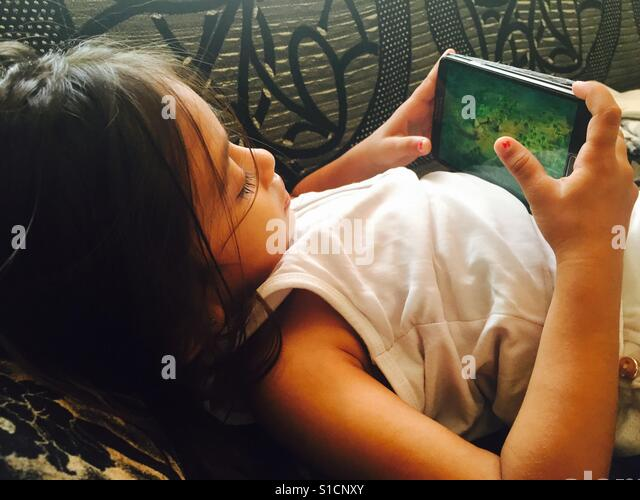 Gadgets are the best friend of children. The day I realised my baby was addicted to the ipad. - Stock-Bilder