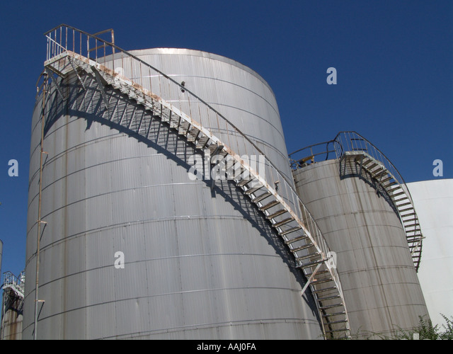 oil storage tanks from a low camera angle - Stock-Bilder