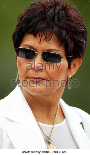 Brazilian Raimunda Rothen speaks to reporters after marrying train  robber Ronnie Biggs in Belmarsh prison, south - Stock Image