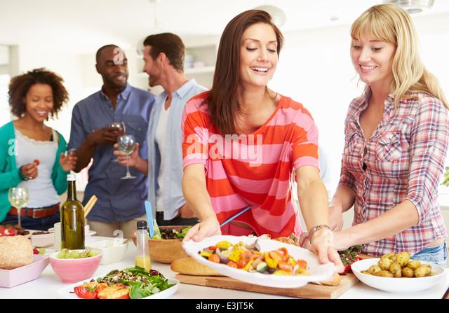 Group Of Friends Having Dinner Party At Home - Stock-Bilder