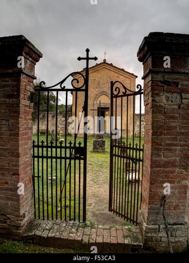 Europe, Italy, Tuscany.  Old cemetery at Sant'Anna in Caprena, a former Benedictine Monastery Olivetano of the - Stock-Bilder
