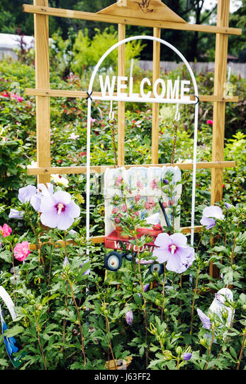 Indiana Chesterton Chesterton Feed and Garden Center plant nursery flowers horticulture business landscaping wood - Stock Image