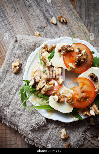 Homemade bagel filled with goat cheese and tomato - Stock Image