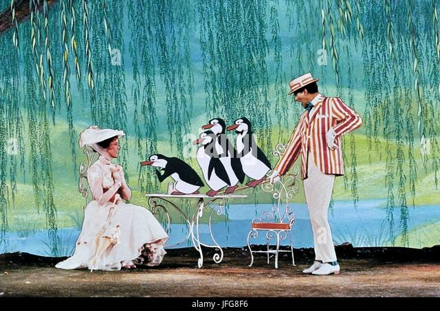 JULIE ANDREWS & DICK VAN DYKE MARY POPPINS (1964) - Stock Image