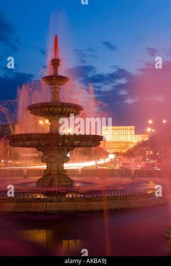 Romania, Bucharest, Piata Unirii, Piata Unirii Fountain &  Palace of Parliament - Stock Image