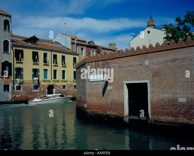 motorboat at Rio de Santa Margherita intersection Rio Nuovo, Venice, UNESCO World Heritage Site, Italy, Europe. - Stock Image