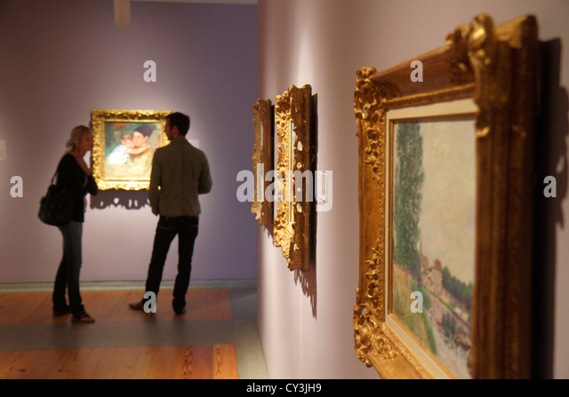 Maine Portland Congress Square Portland Museum of Art man woman couple looking at painting framed - Stock Image