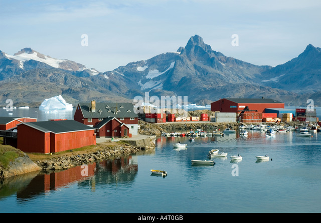 The harbour at Tasiilaq with the peak of Polhems Fjeld  behind, Angmagssalik Island, Sermilik Fjord, East Greenland - Stock Image