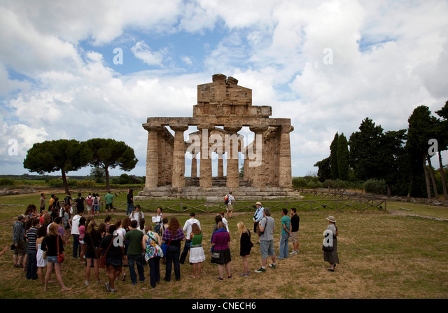 Students from a University of Arizona study abroad program visit the Greek ruins of Paestum, Italy. - Stock Image