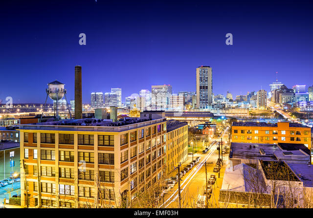 Richmond, Virginia, USA downtown skyline view from Church Hill at night. - Stock Image