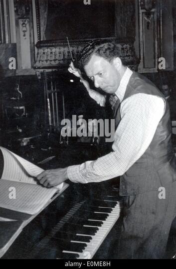 Benjamin Britten conducting rehearsal for 'Albert Herring' - Stock Image