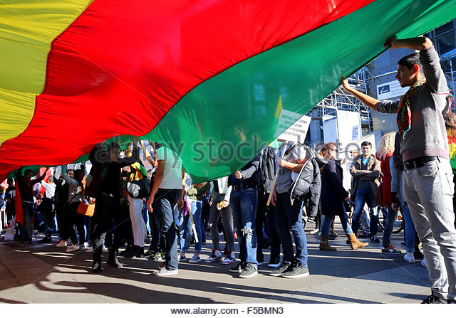 Paris, France. novembre 1st, 2015. FRANCE, Paris: People hold the kurdish flag during a pro kurdish demonstration - Stock Image