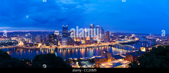 USA, Pennsylvania, Pittsburgh, Skyline at dusk - Stock-Bilder