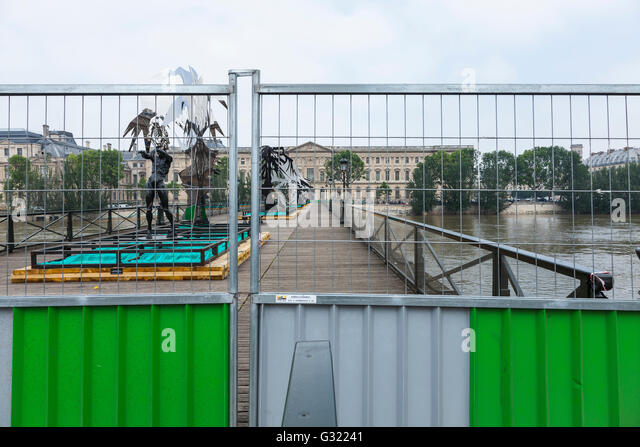 Paris, France. 06th June, 2016. Flood décrease, Seine river, Pont des Arts closed, Paris, 06/06/2016 Credit: - Stock Image