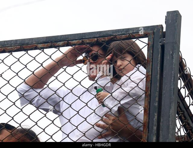 Bollywood actor Shahrukh Khan along with his son AbRam during the Eid al-Fitr celebration residence Mannat Mumbai - Stock-Bilder