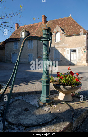 Hand-operated water pump, Ingrandes, Indre, France. - Stock Image
